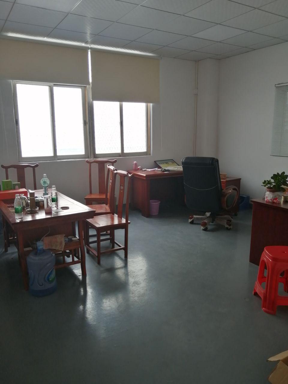 凤岗油甘埔新出带办公室装修、地坪漆标准厂房三楼500平