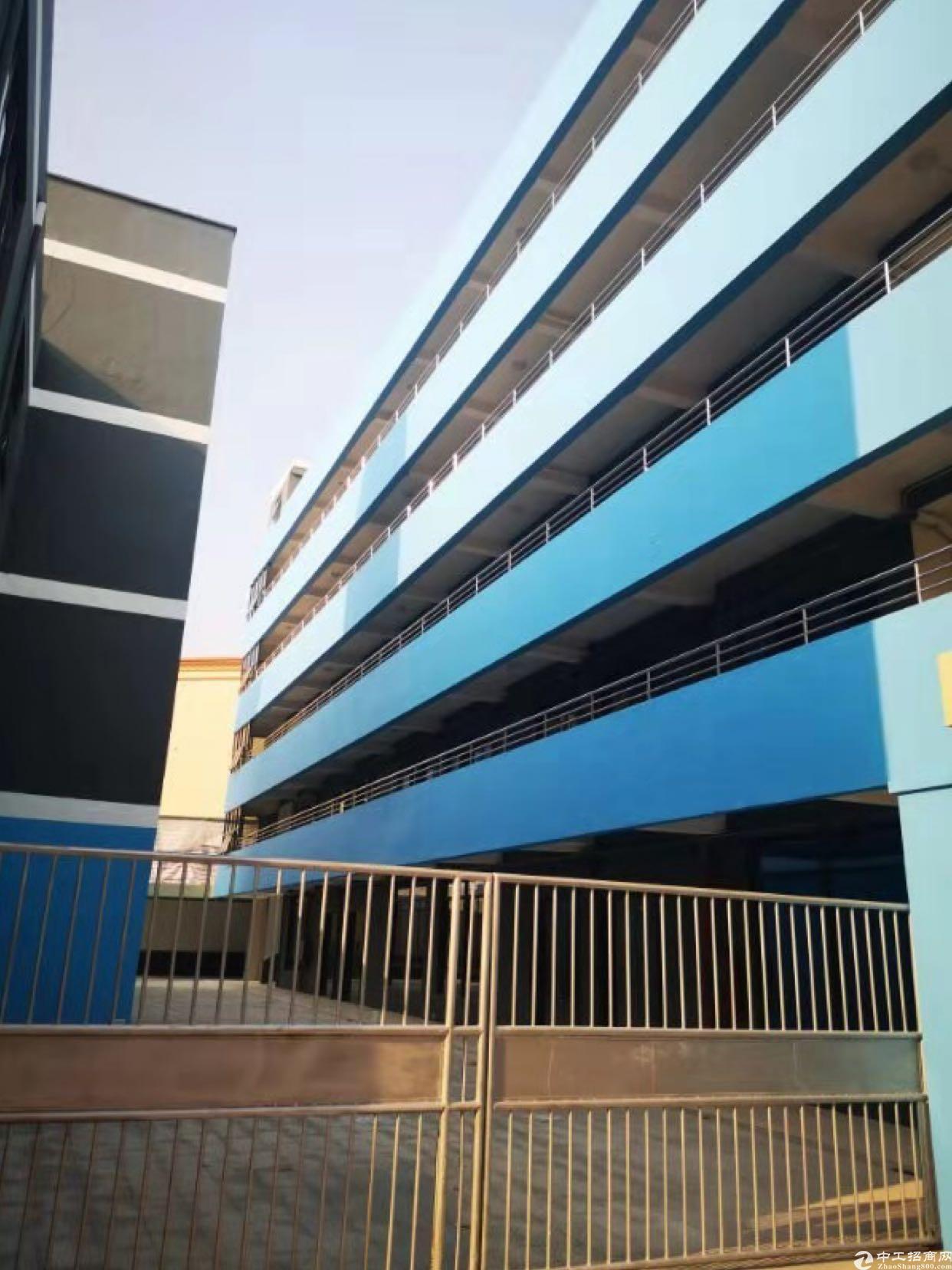 布吉地铁站附近新出楼上厂房430平出租适合电商办公