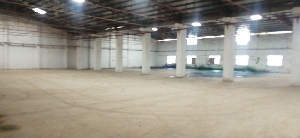 原房东单一层2300平车间内有现成装修的办公室价格16块