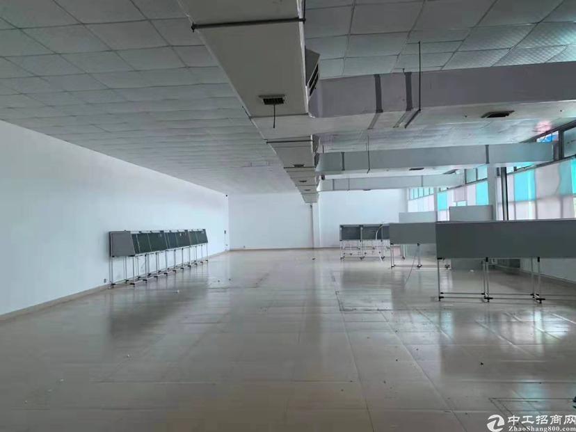 楼上刚刚新空出690平方带现成办公室装修楼上标准厂房