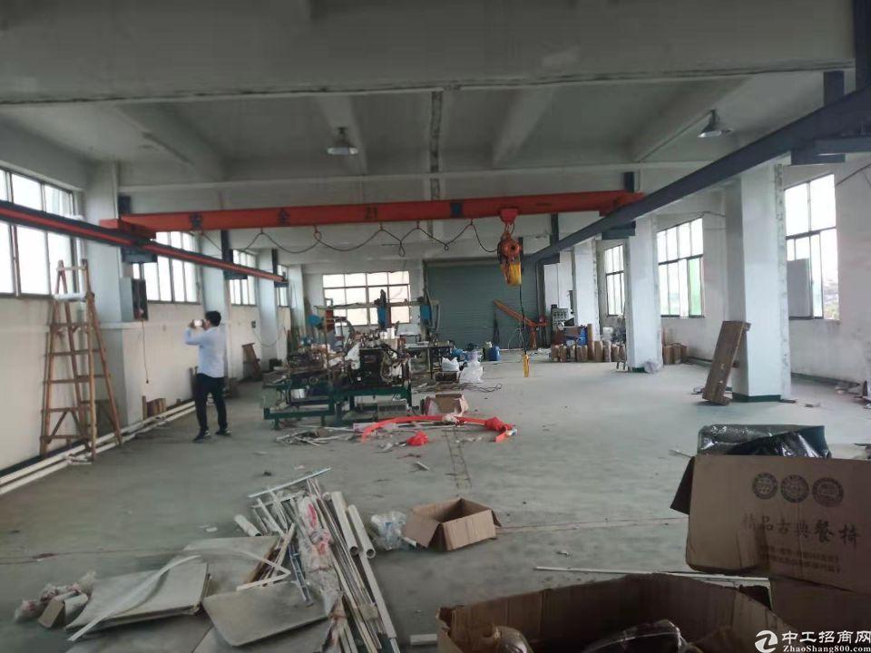 长安镇沿江高速出口附近新出楼上标准厂房带行车