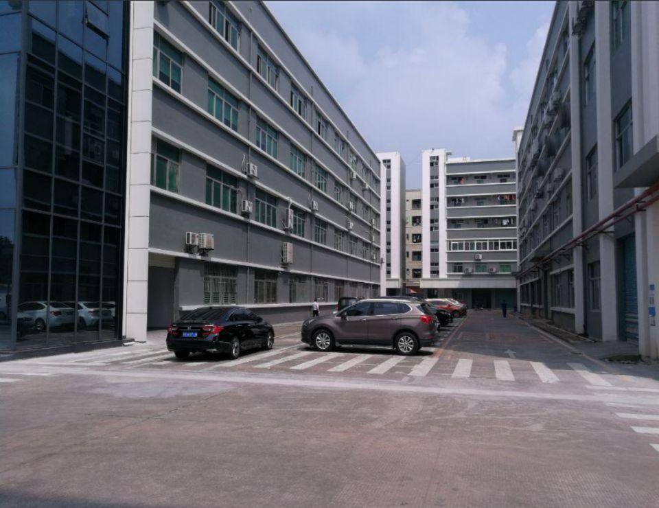 龙岗中心城精装修二楼电梯,厂房1800平方招租