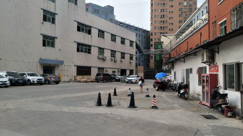 石岩汽车站附近楼上1240平,可分租,可帮拆墙装修