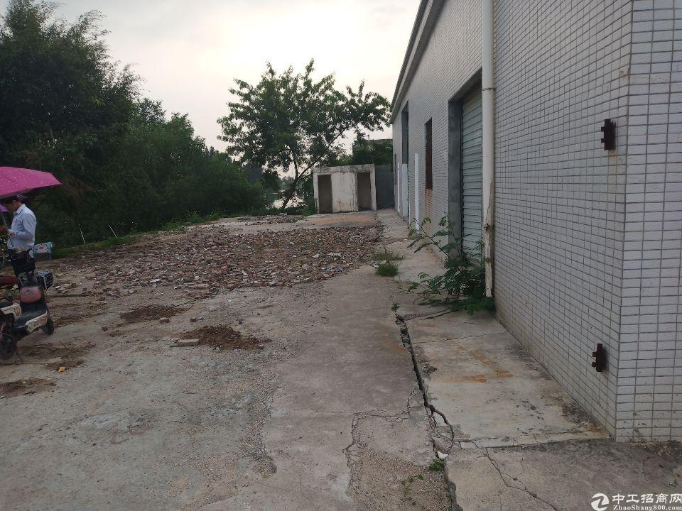 长安厦岗沿江高速出口附近单一层800平方仓库出租