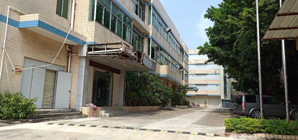 平湖辅城二楼上3100平方出租。