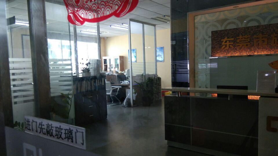 楼上1300平靠近深圳豪华装修办公室无尘车间水电到位电子行业