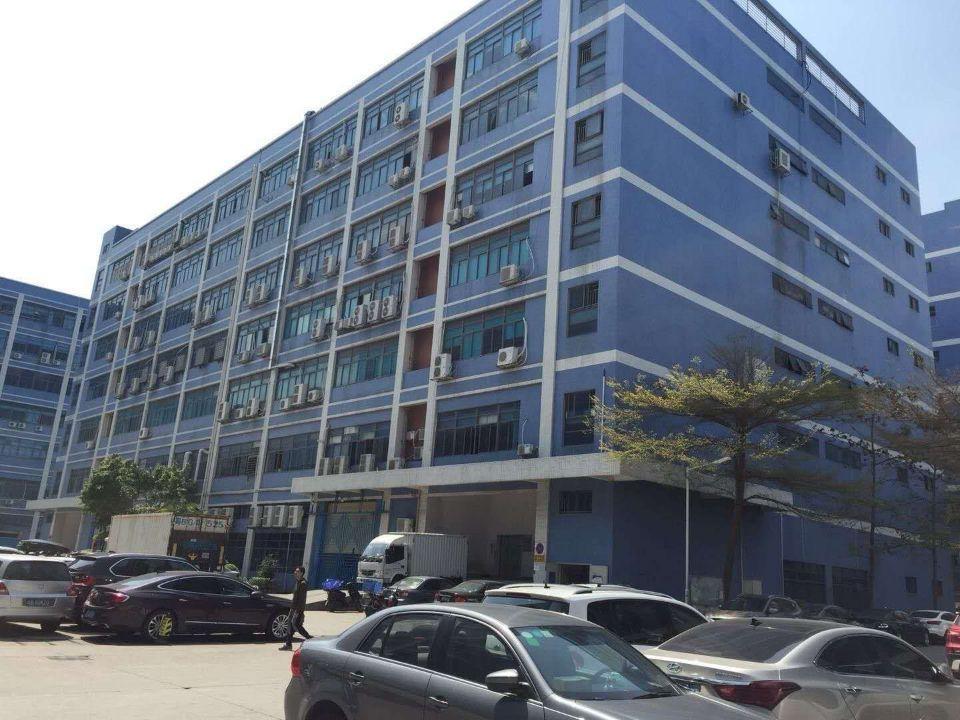 西乡固戍大门附近新出楼上红本厂房3500平米可分租1750平