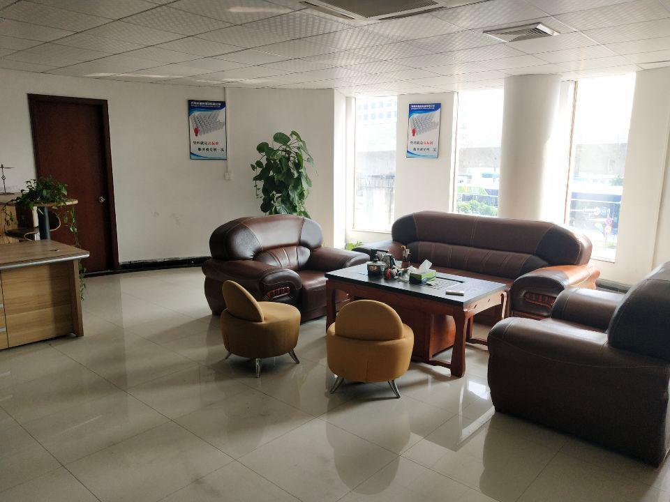 长安镇乌沙大润发附近新出楼上300平米精装修厂房带办公室
