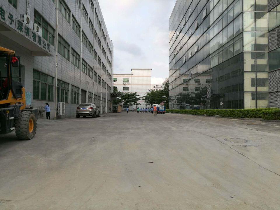 西乡臣田大型工业园楼上厂房仓库2600平米大小可分租500起