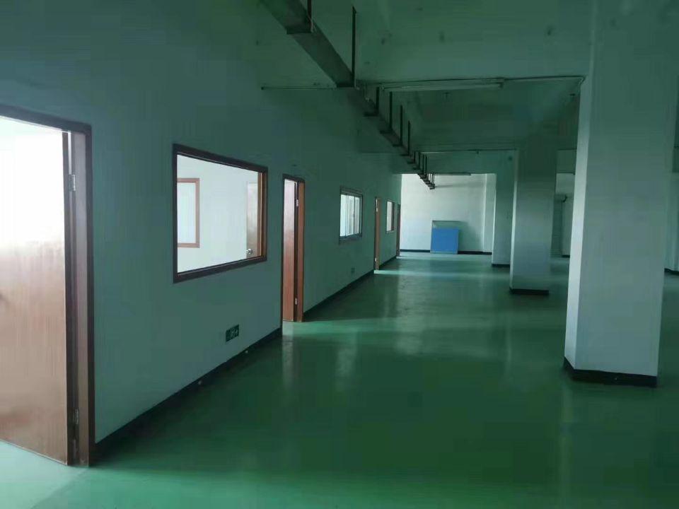 坪地楼上标准厂房550平方全新地坪漆有现成的办公室合同5年