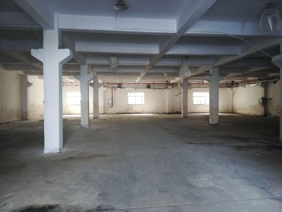 长安锦厦一楼新出带牛角厂房800平方