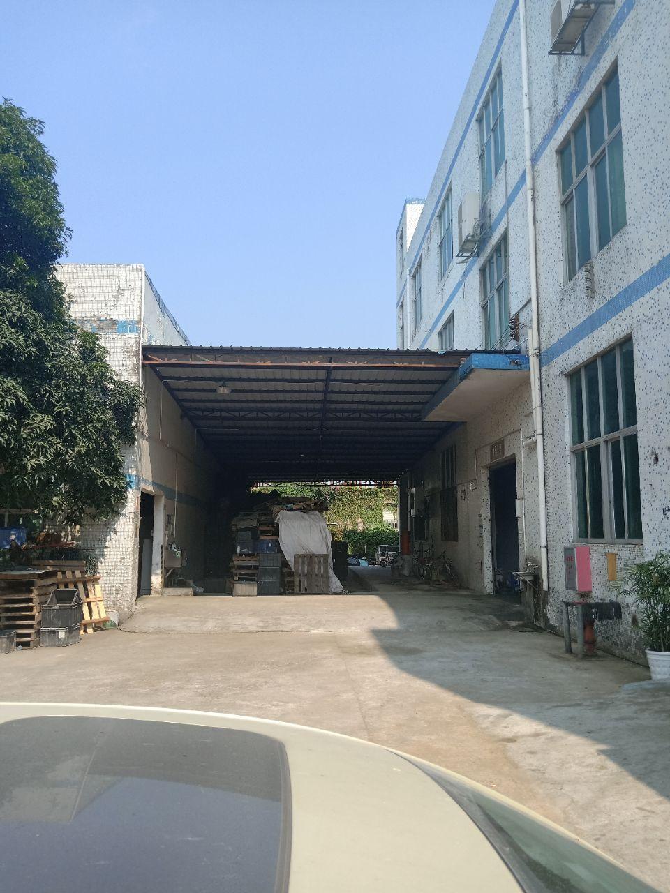 坪山石井新出楼上600平带装修厂房,院内空地大