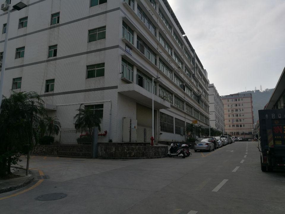 西乡固戍地铁口附近楼上厂房,仓库2000平米可分租300平起