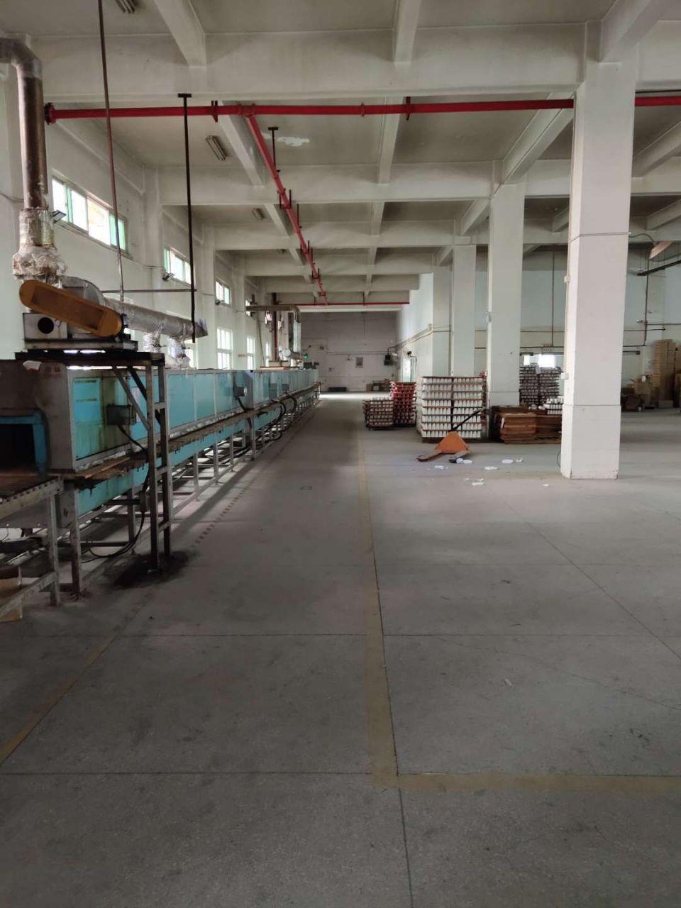 观澜环观南路边大型工业园内一楼厂房出租1600平米,层高6米-图2