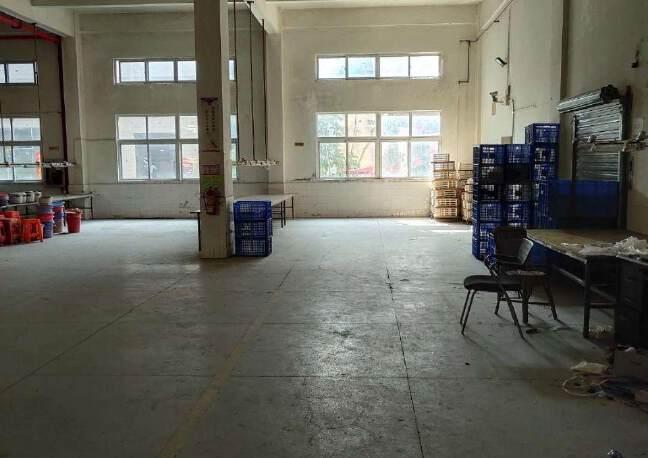 观澜环观南路边大型工业园内一楼厂房出租1600平米,层高6米