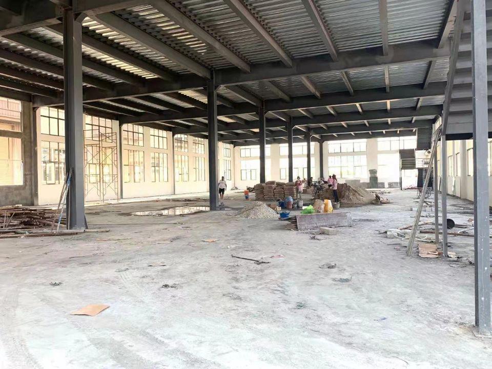 沿江高速出口附近业主新建重工业两层厂房,一楼高度7米位置一流
