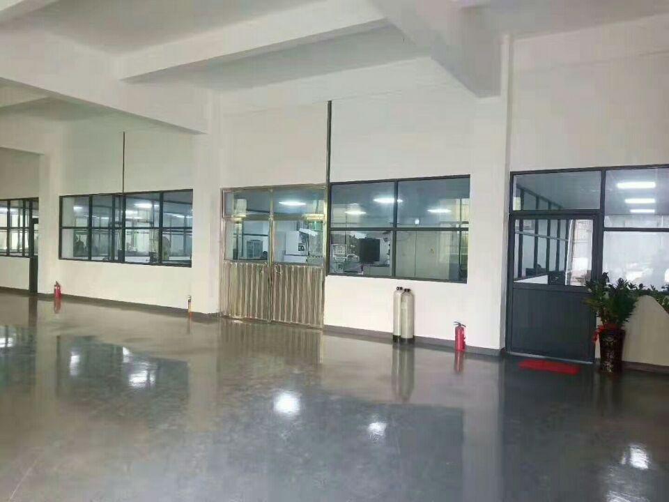 长安街口一楼700平全新地坪漆水电齐全