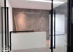 坂田星河world高端甲级写字楼305平方精装修写字楼出租!