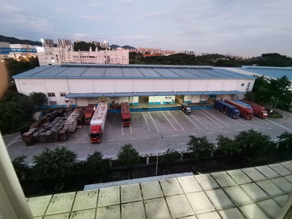 大型物流仓库出租13000平米可以分租有30个卸货平台