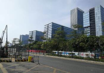 龙岗中心城地铁站附近380平精装写字楼出租图片2
