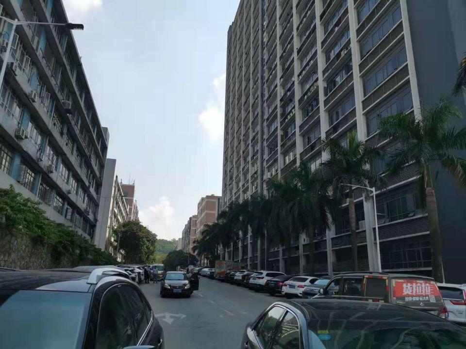 深圳西乡新出国有证厂房一层1200平米,1楼6米高