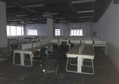 龙华民治地铁口新出1060平楼上带精装修办公室出租