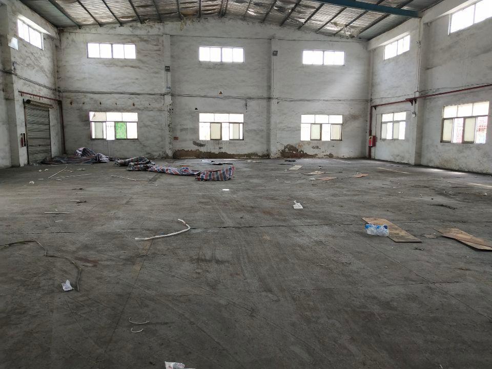 坑梓第三工业区旁边空出一楼2000平方仓库招租!价格15元。