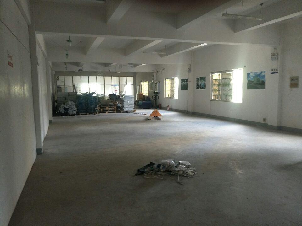 汉阳仓库600平米可分,一楼二楼各300,交通便利