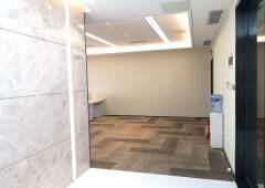 地铁口田厦国际中心高区电梯口豪装带家私
