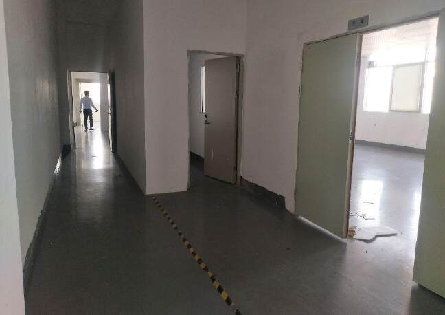 松岗燕川燕罗派出所附近楼上半层740平带装修厂房出租