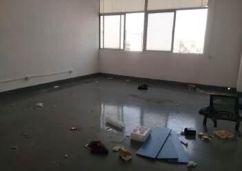 松岗燕川燕罗派出所附近楼上半层740平带装修厂房出租图片8