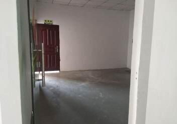 松岗燕川燕罗派出所附近楼上半层740平带装修厂房出租图片1