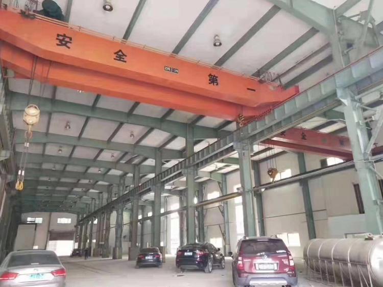 20米高的稀缺钢构厂房专业熔铸用。配套有宿舍和办公室。