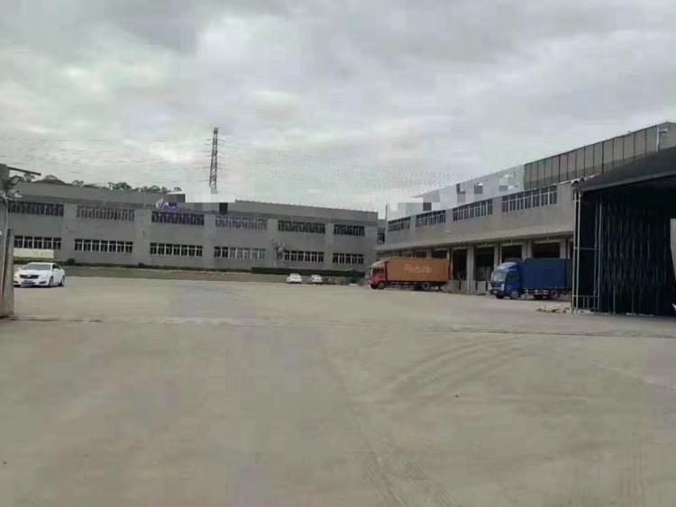12000平米物流仓库招租中9个卸货平台平台前有1万多平空地