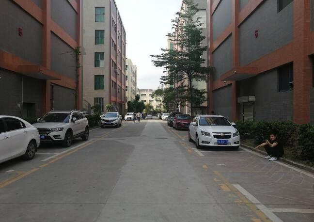 观澜原房东厂房出租楼上2200平米,园区厂房带消防喷淋。