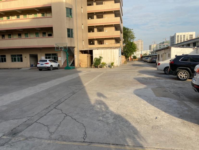公明镇李松蓢工业园区厂房分租带精装修一楼2050平方