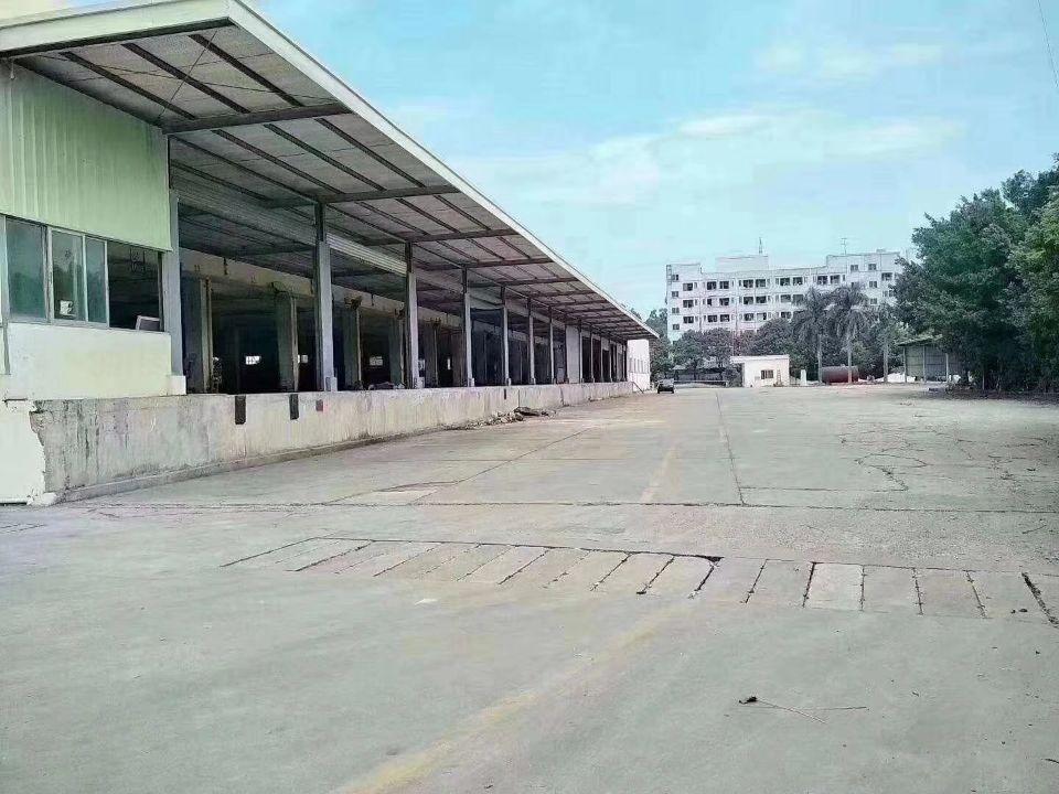 深圳平湖交界处空出22000平方物流仓库单一层9.5米