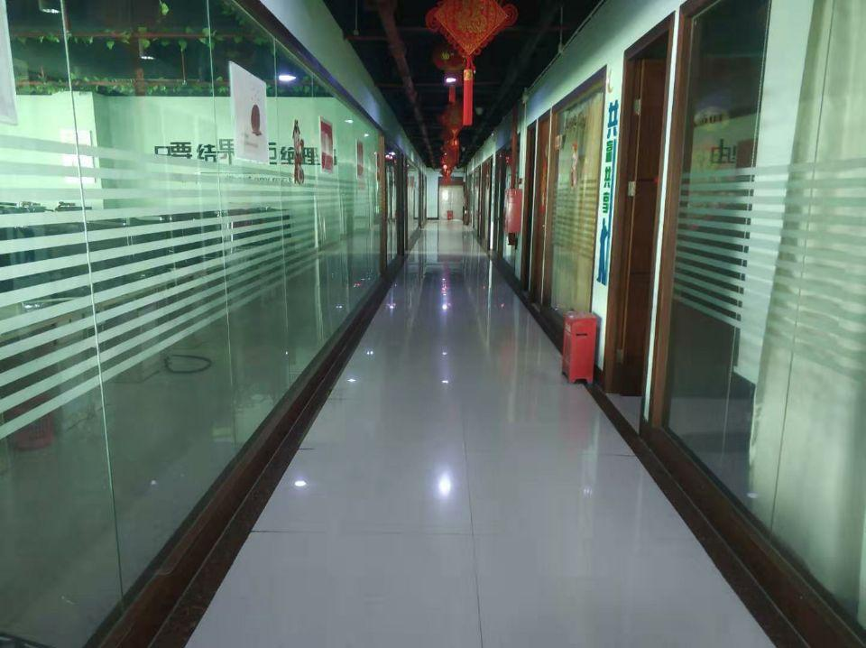 龙华地铁口零距离独门独院办公室豪华装修1600平方招租-图2