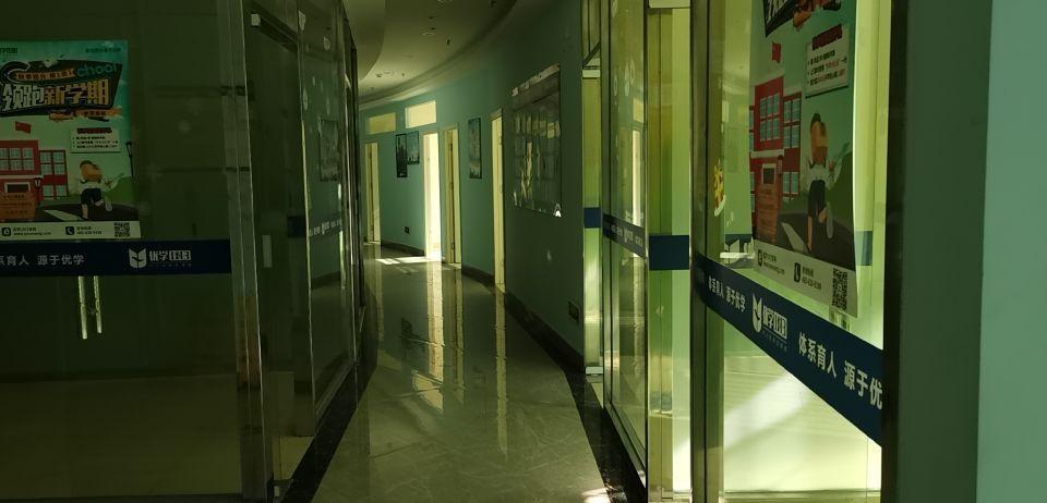 东城新出二楼带精装修办公室出租