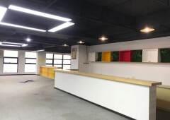 坂田五和地铁口附近新出1000平方精装修厂房写字楼出租!