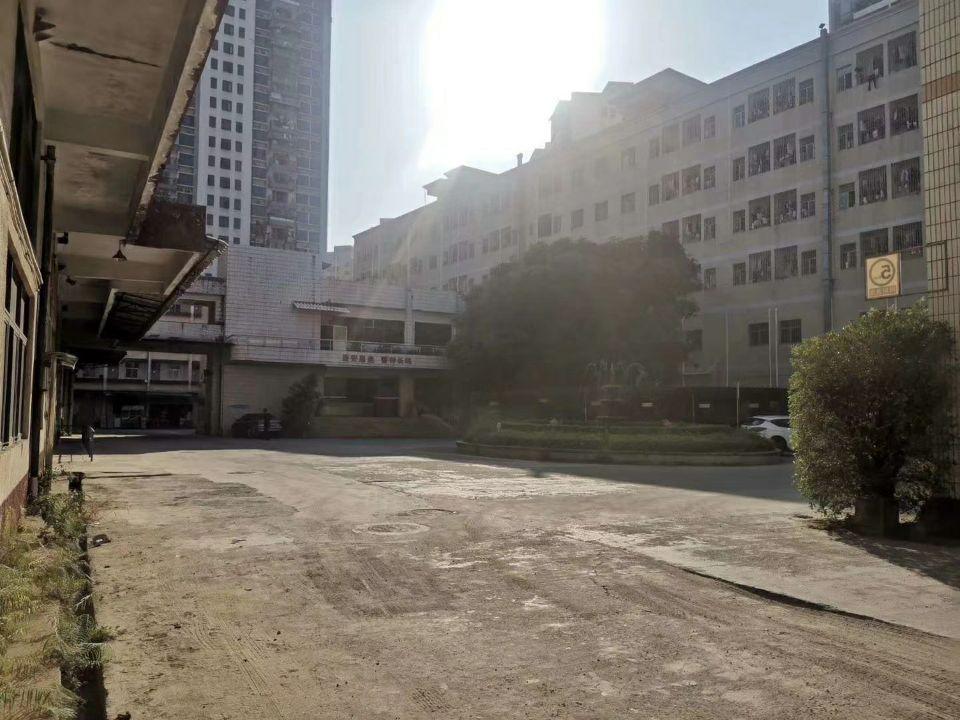 清湖沈海高速出口新出楼上两层仓库5600平方出租