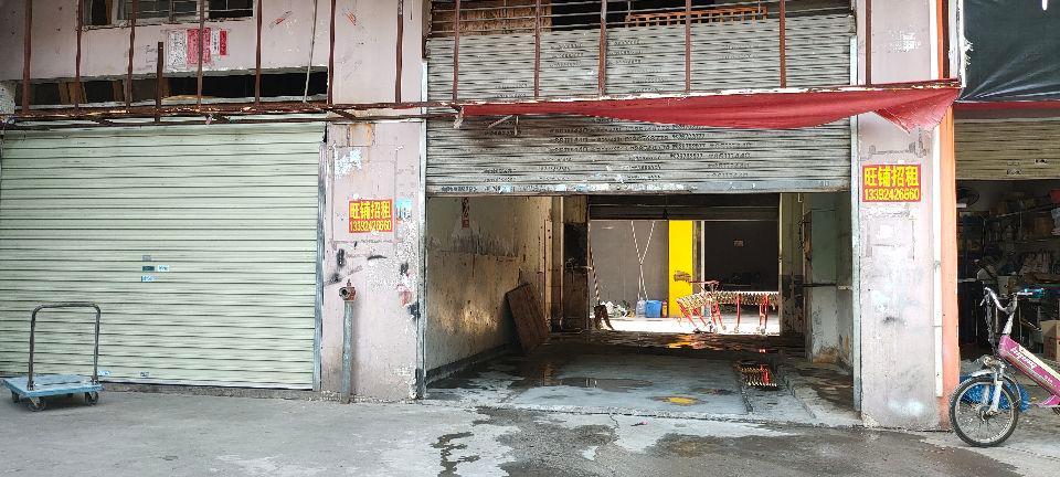 西丽地铁口物业仓库450平,一楼物业进车方便有卸货的平台。
