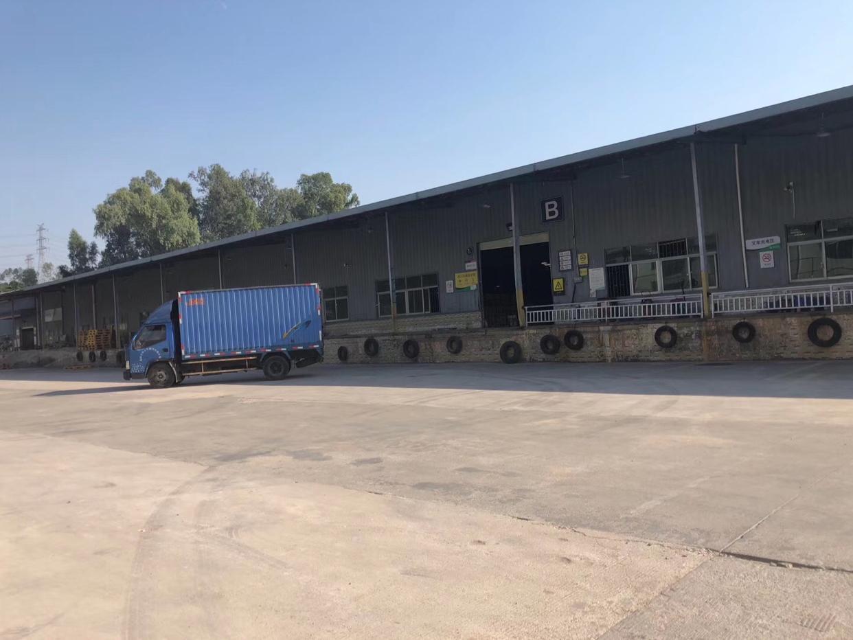石岩新出标准物流仓库带卸货平台出租3000平价格最低先到先得
