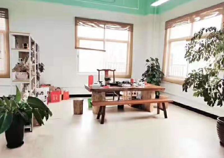 龙华大浪新出楼上带精装修办公室1500平面积出租图片1