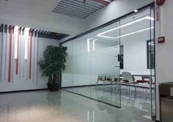 豪华装修!环境优美!龙华清湖地铁口多间办公室出租!80平起租图片2