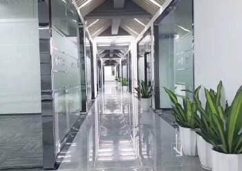 豪华装修!环境优美!龙华清湖地铁口多间办公室出租!80平起租图片1