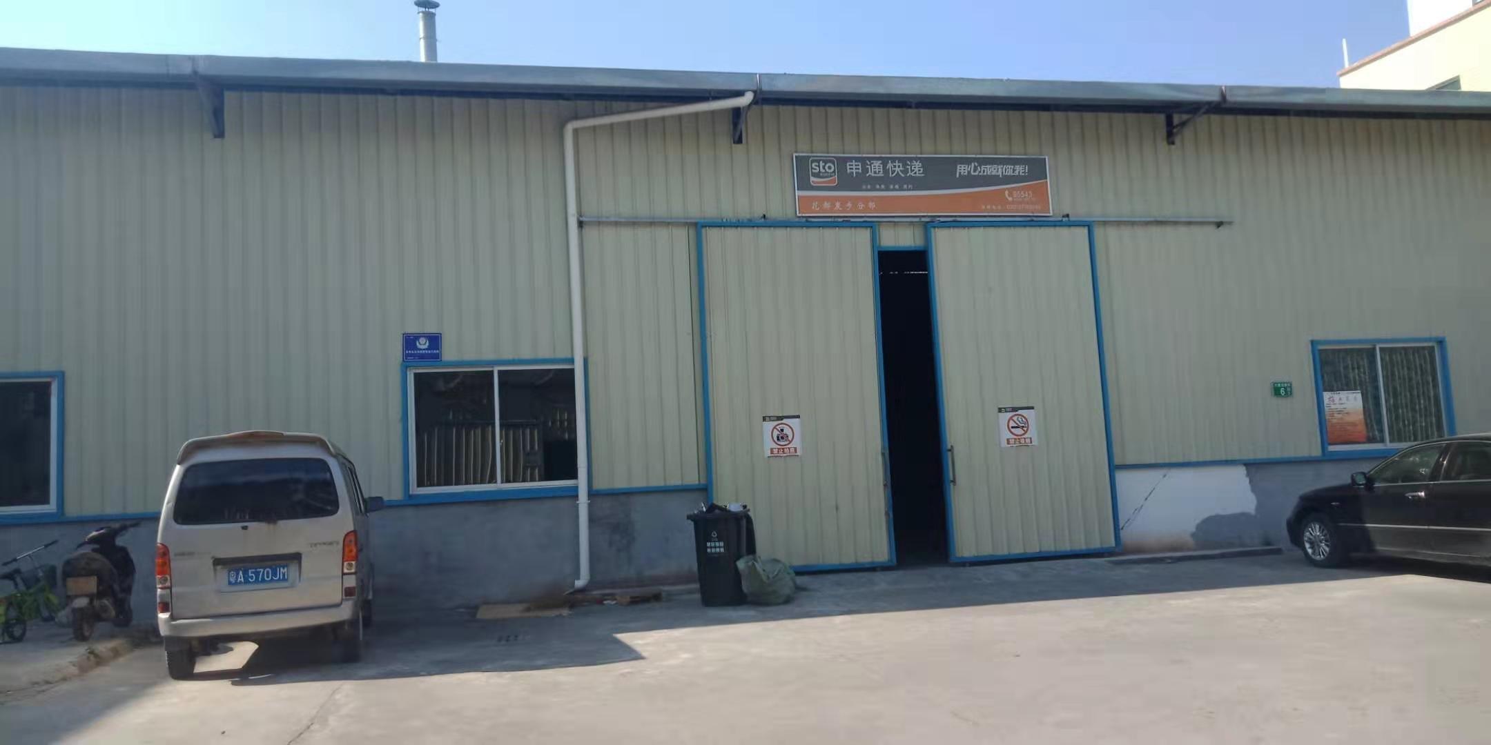 花都区马溪村工业区原房东单一层铁皮厂房仓库分租,交通方便。