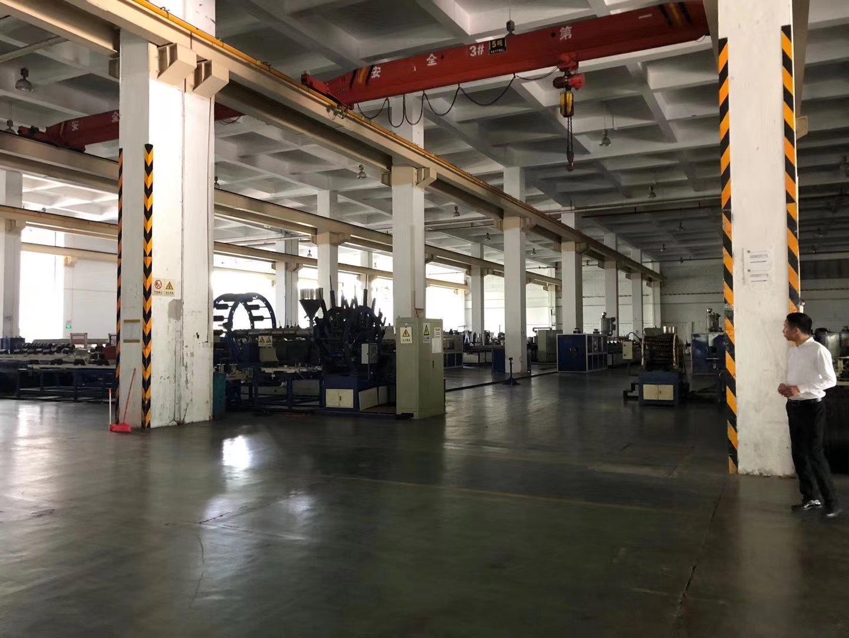 西丽关口厂房5800平方,一楼8米高,主干道边,可以分租