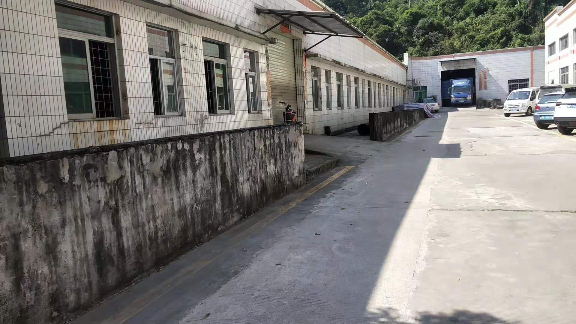 深圳市龙岗区坂田吉华路边上原房东一手工业区红本厂房一楼出租