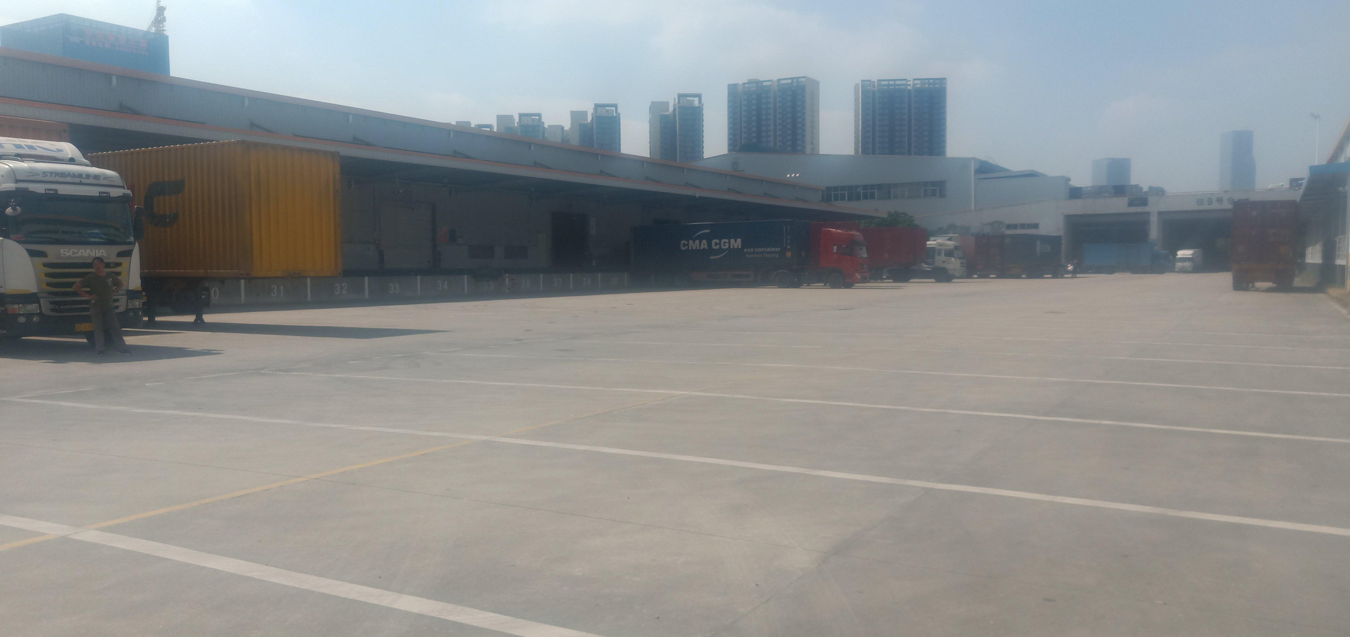 龙华新区民治地铁站新出一楼6000平物流仓库,